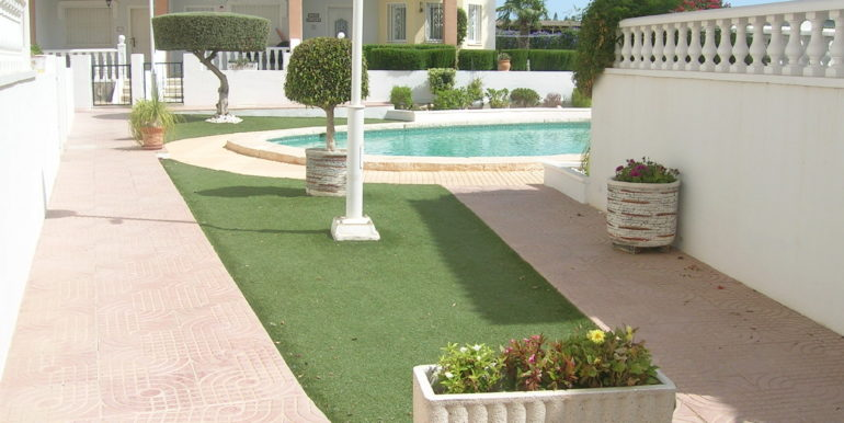 Pool and Gdn pic 3